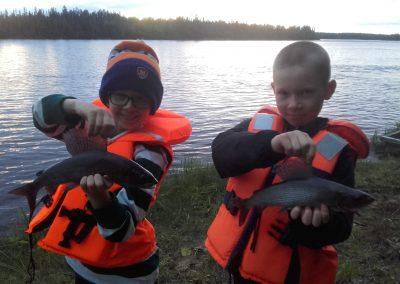Harjuksen voi tavoittaa Muonionjoelta oppaan avulla myös ensikertalaiset Wildfish Guiding