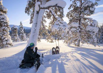 Snowshoeing in Muonio KoutaKuva Pauli Hanninen Discover Muonio