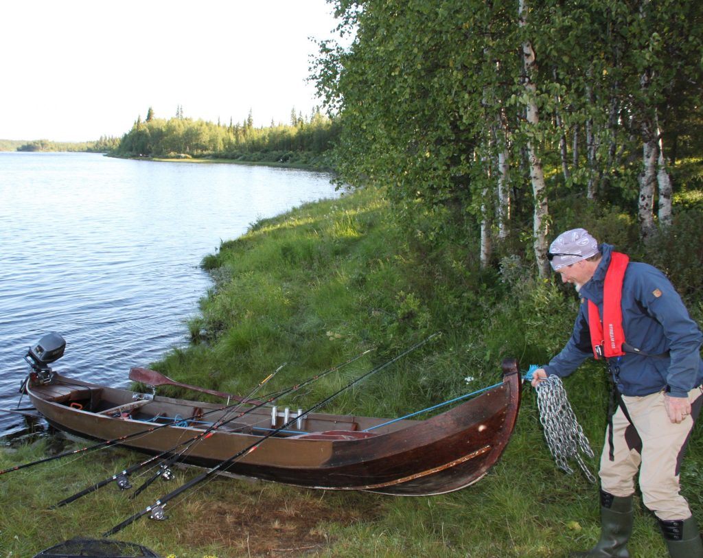 Salmonfishing boat activity DiscoverMuonio