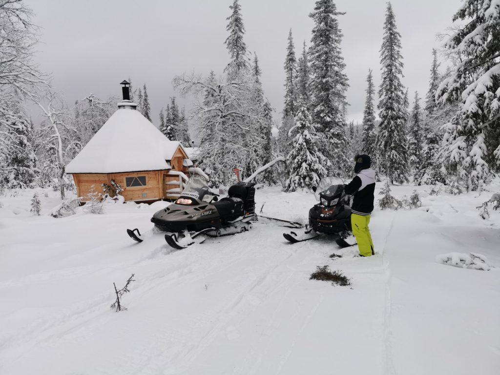 Skiing Mustavaarankota DiscoverMuonio