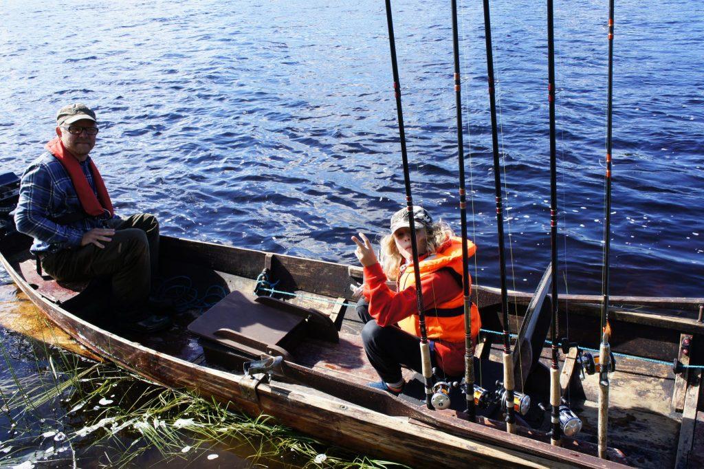 Children fishing DiscoverMuonio photo by Kalle Talvinen