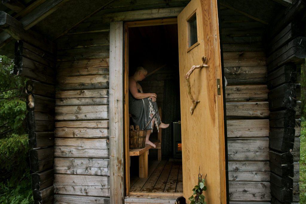 Sauna bathing wellbeing DiscoverMuonio photo by Sanni Vierela